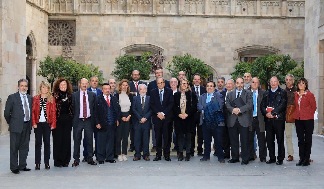 """El MH President Torra rep un Manifest per a declarar el comerç i la hosteleria """"Sector estratègic de l'economia catalana"""""""